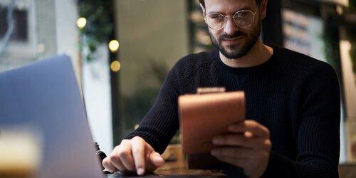 Checklista för CV:et: så lyckas du med din digitala reklamskylt